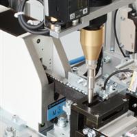 Работа бесщеточного винтоверта на автоматическом сборочном роботе (вид слева-сверху)
